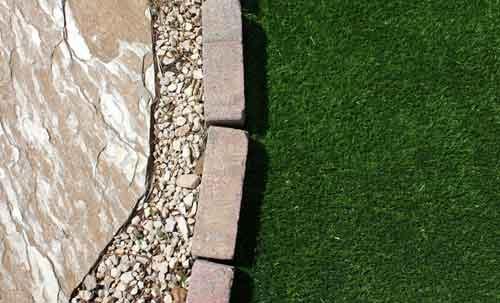 Paysagisme aménagement du jardin : pelouse, cailloux