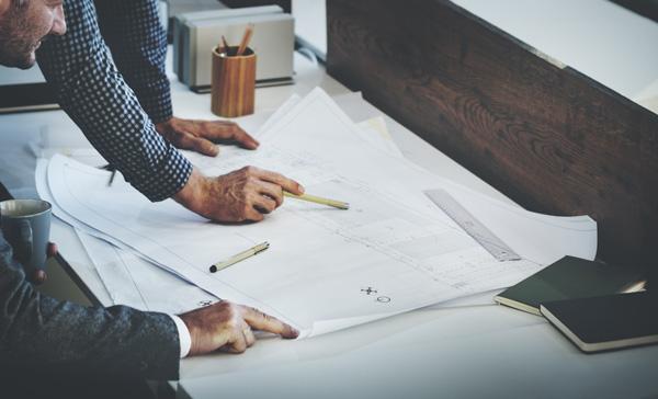architecte et client plan de maison