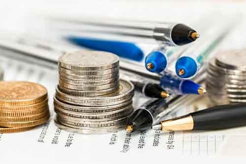 Pièces de monnaie avec documents administratifs
