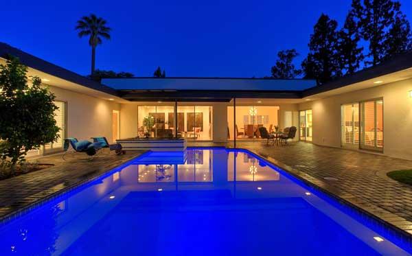 piscine eclairee maison