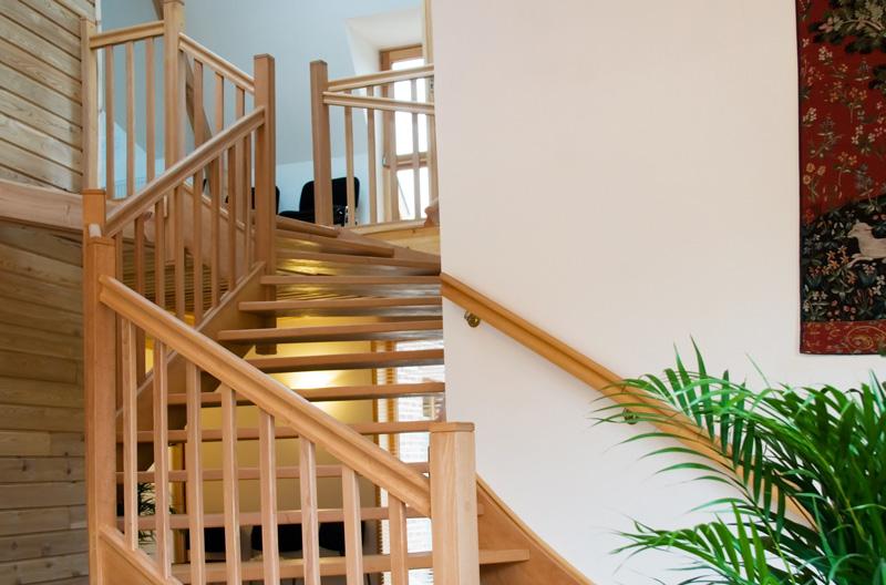 escalier avec rambarde bois