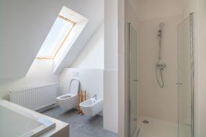 Salle de bain sous comble